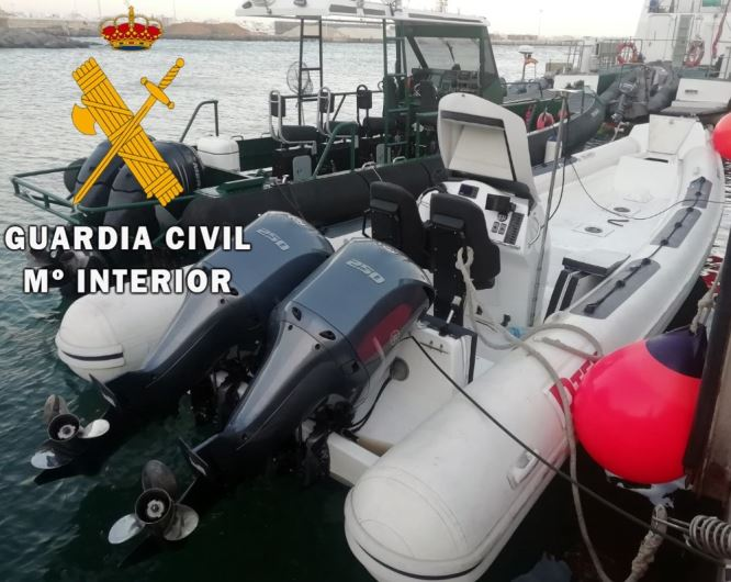 La Guardia Civil intercepta una embarcación dedicada al contrabando